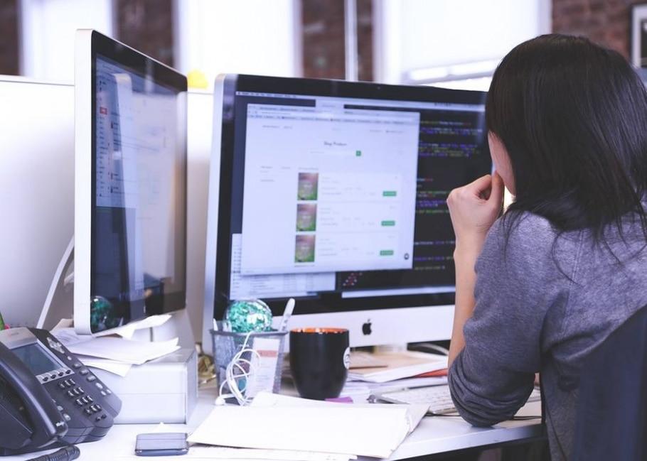 Ao trocarem de assinaturas nos emails no trabalho, homem e mulher provaram que o gênero influencia nas relações com clientes - Pixabay