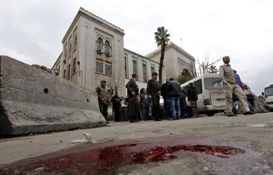 Forças de segurança isolam área do Palácio de Justiça, em Damasco, após atentado terrorista -  AFP PHOTO / Louai Beshara