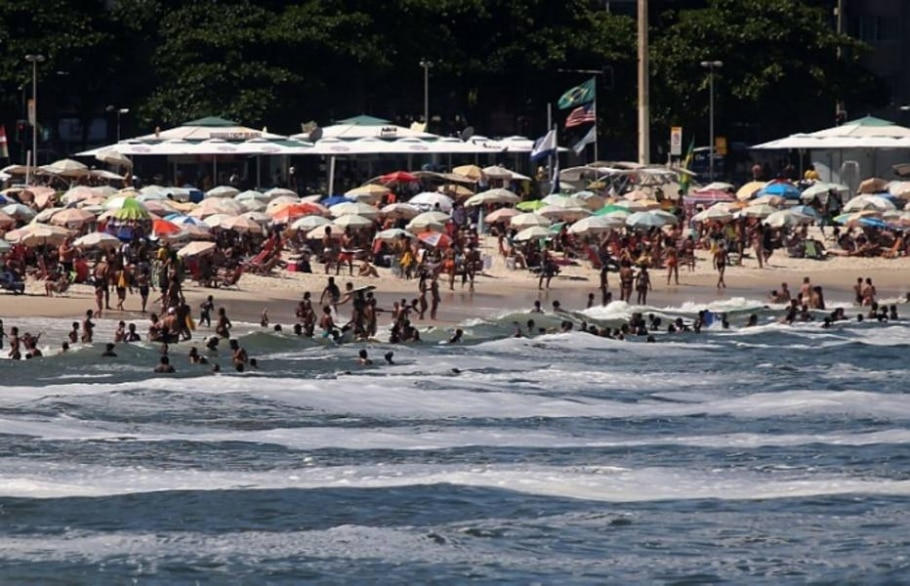 Fenômeno volta a aparecer nas praias da capital fluminense - Fabio Motta/Estadão