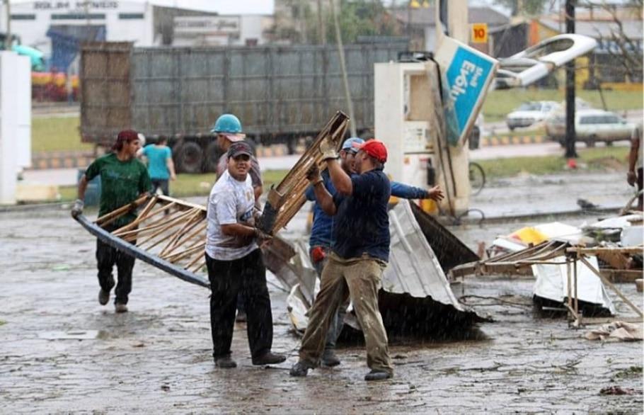 Tornado deixa dois mortos e 64 feridos em Taquarituba - Epitácio Pessoa/Estadão