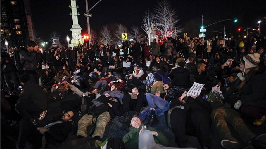 Não indiciamento de policial leva a protestos em NY - AFP