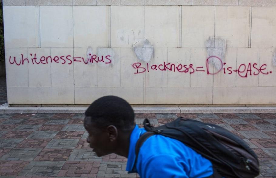 Legisladores da África do Sul querem transformar discursos de ódio em crimes passíveis de pena de até 10 anos de prisão - Joao Silva/The New York Times