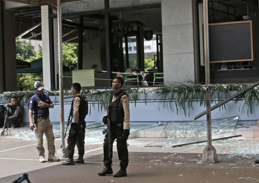 Ataques com bombas e armas deixam mortos na Indonésia - AP Photo/Achmad Ibrahim