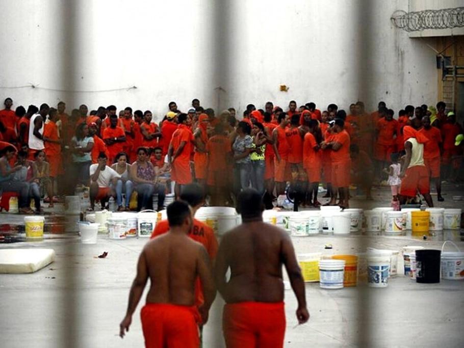 Rebelião na Bahia deixa mortos e parentes de presos são feitos reféns -  Ed Santos/Acorda Cidade