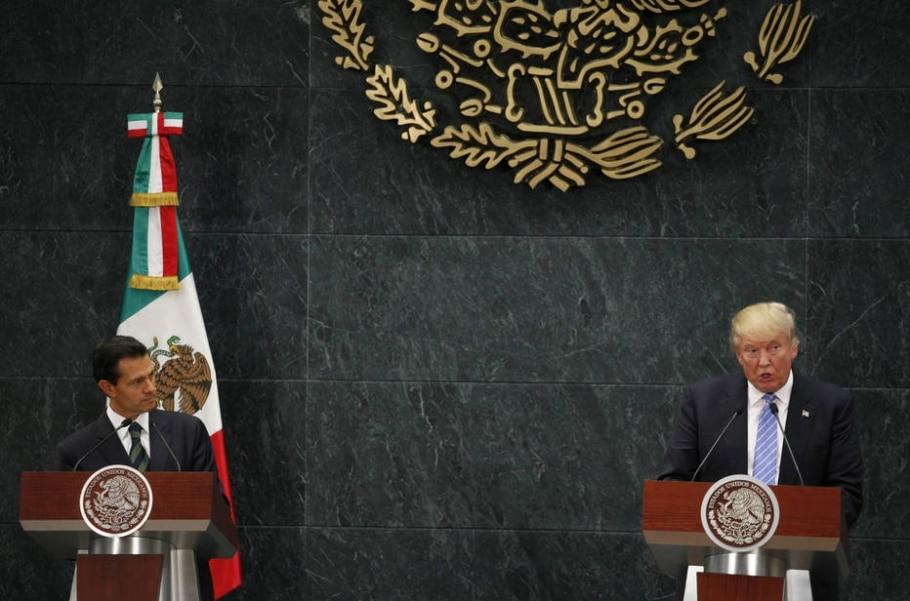 Enrique Peña Nieto e Donald Trump dão entrevista juntos; líder mexicano foi criticado por não enfatizar publicamente sua oposição às propostas do republicano - EFE/JORGE NUÑEZ