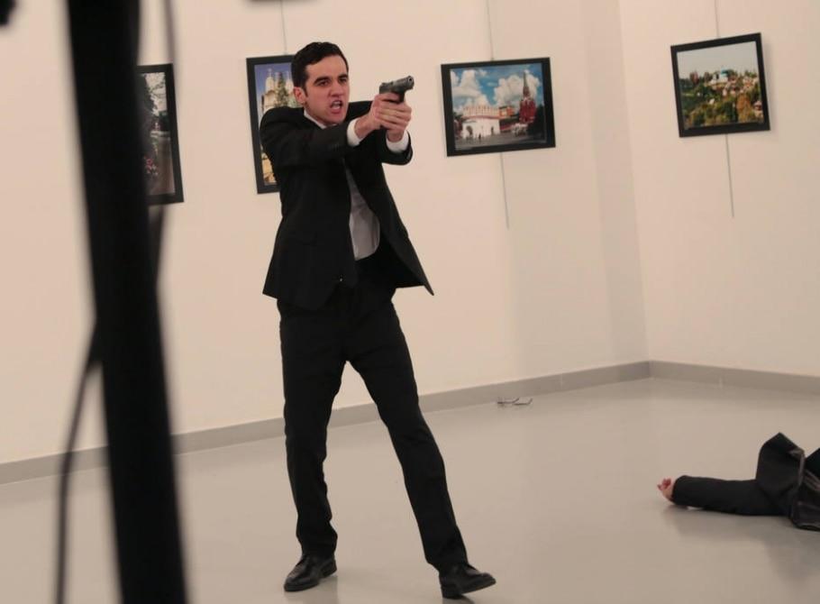 A sequência do ataque ao embaixador russo na Turquia - AP Photo/Burhan Ozbilici