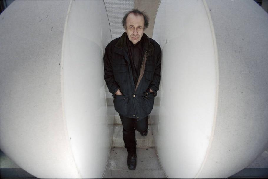 Vito Acconci, pioneiro da performance, morre aos 77 - Fred R. Conrad/The New York Times