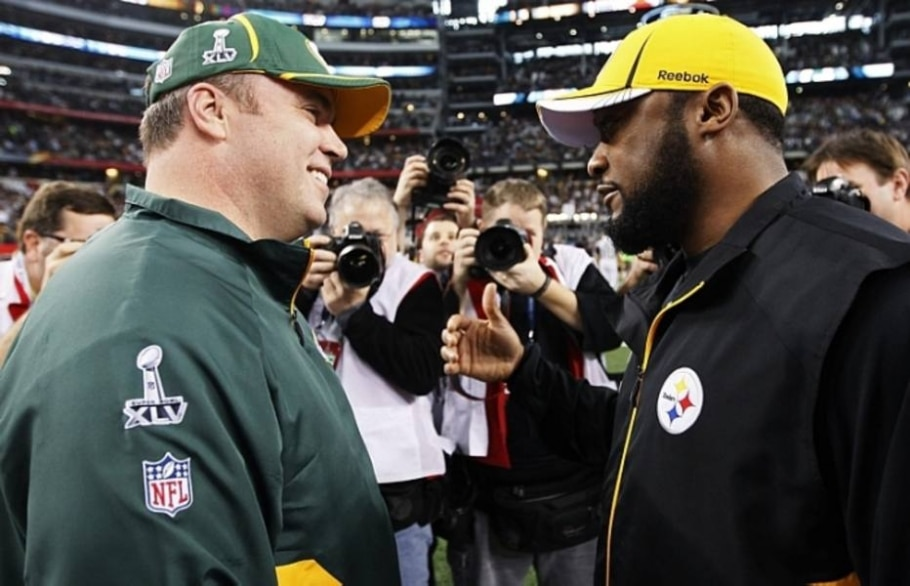 Mike McCarthy, treinador do Green Bay Packers, e Mike Tomlin, treinador do Pittsburgh Steelers - Jeff Haynes/Reuters