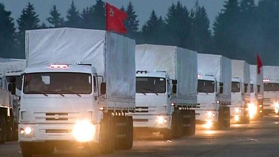 Comboio humanitário deixando Alabino, nos arredores de Moscou - Reprodução/AP