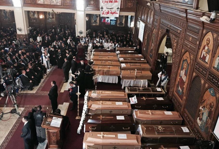 Corpos de cristãos coptas mortos em atentado no fim de semana são velados no Cairo - AP Photo/Nariman El-Mofty