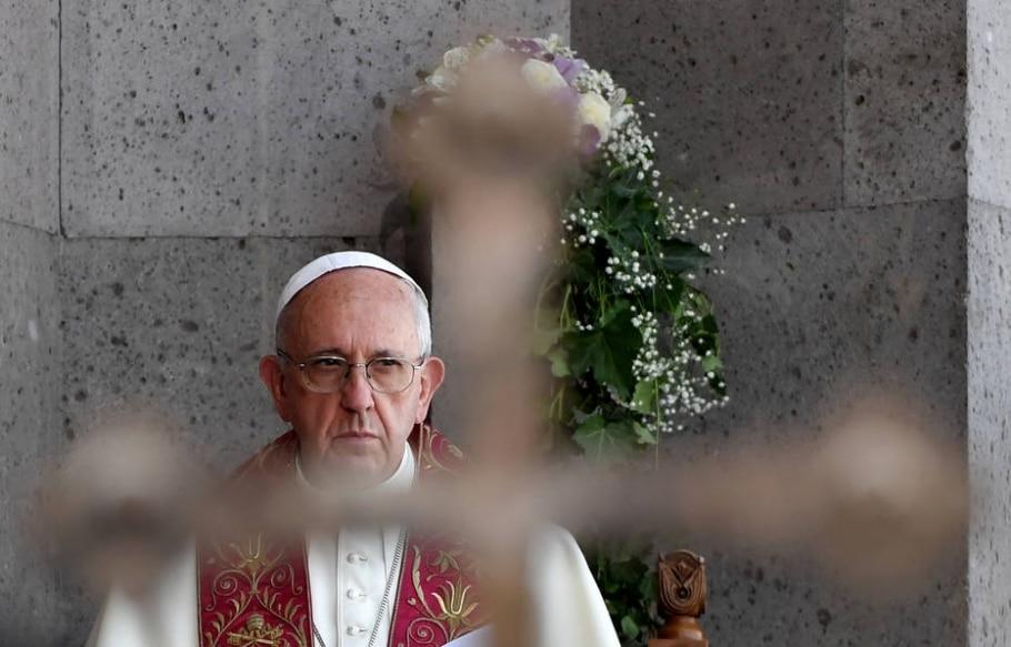 Papa Francisco celebra missa na capital da Armênia, Yerevan, no fim de semana - AFP PHOTO / TIZIANA FABI