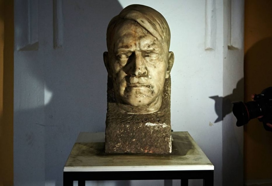 Busto de Hitler é encontrado na Polônia  - AFP PHOTO / ADAM WARZAWA