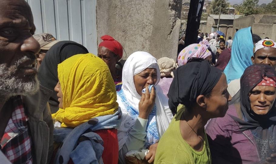 35 pessoas morreram em deslizamento de terra próximo à capital da Etiópia - AP Photo/Elias Meseret