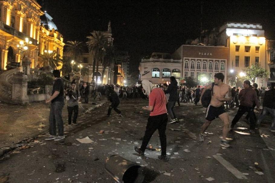 Ato contra fraude eleitoral termina em violência na Argentina - AFP PHOTO / WALTER MONTEROS