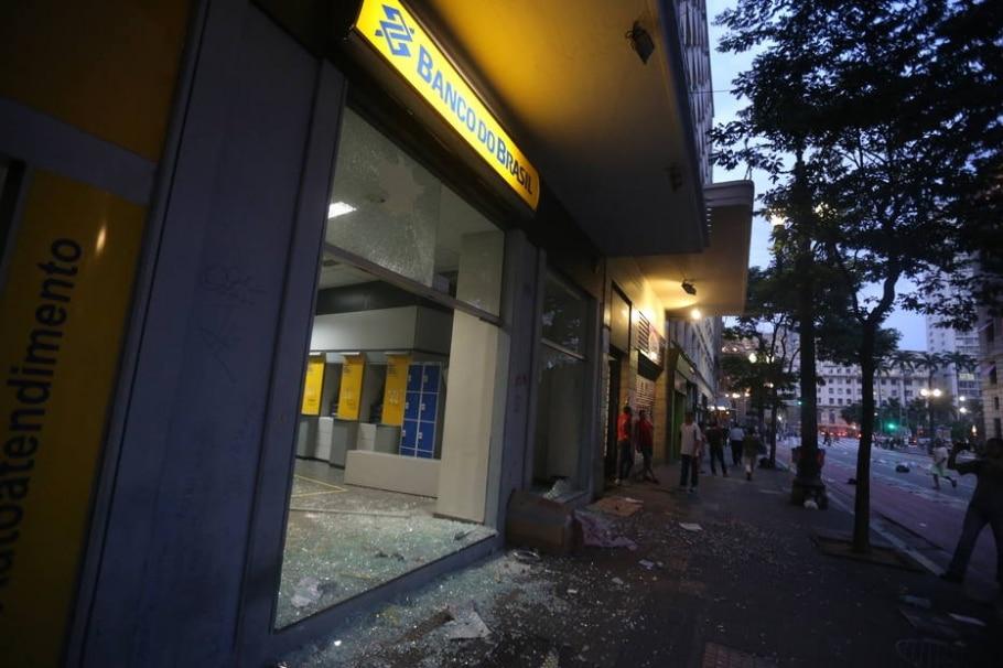 Manifestação contra o aumento das tarifas de transporte público - Nilton Fukuda/Estadão