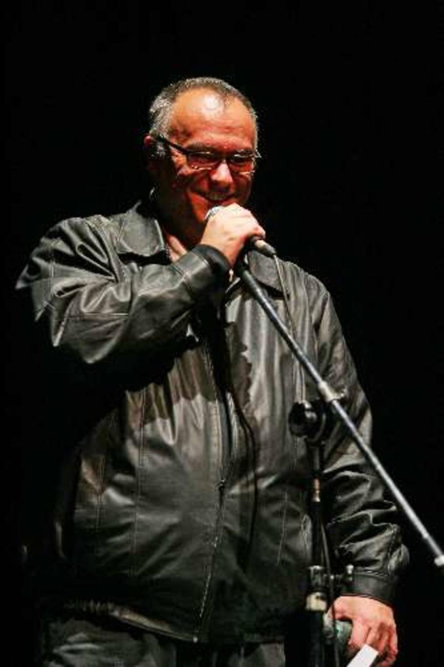 Diretor teatral Gabriel Villela recebe Prêmio APCA pela direção do espetáculo