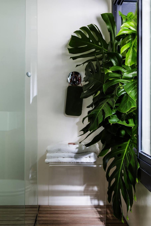 Madeira e cor aquecem decoração de apartamento - EDUARDO CASTELLO