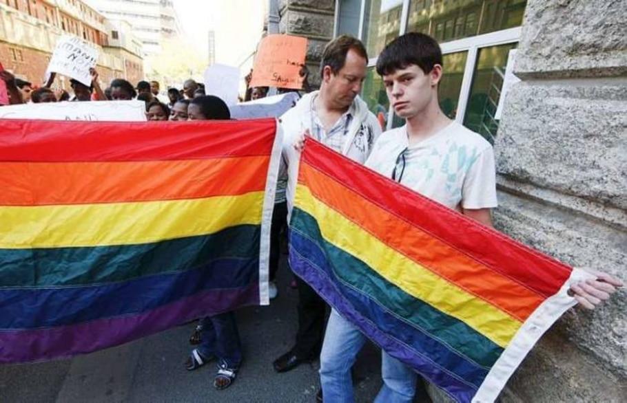 Defensores dos direitos homossexuais se manifestam na Cidade do Cabo após condenação de um casal - Nic Bothma/EFE