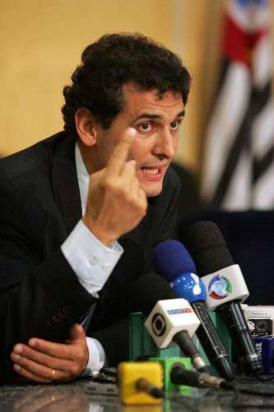 O promotor Paulo Sergio de Castilho, em coletiva sobre confusão no Morumbi - Marcio Fernandes/AE
