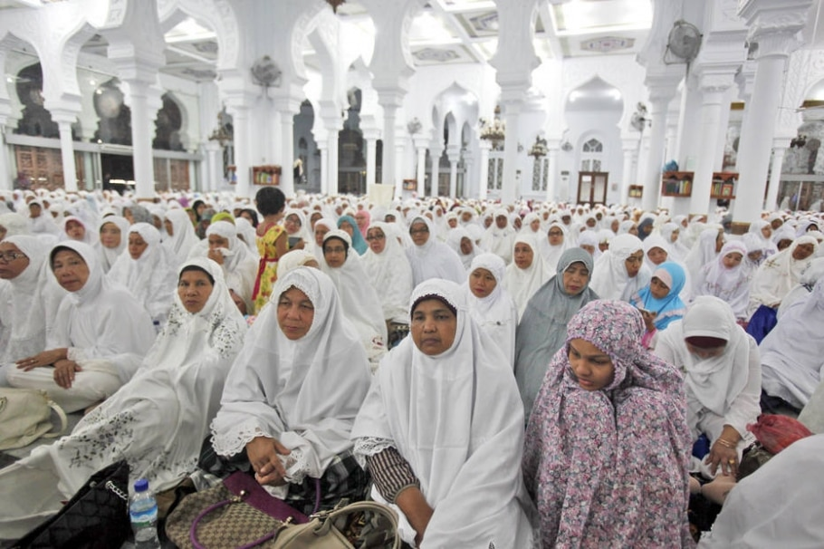 Milhares rezam em mesquita na Indonésia que sobreviveu ao Tsunami - AP