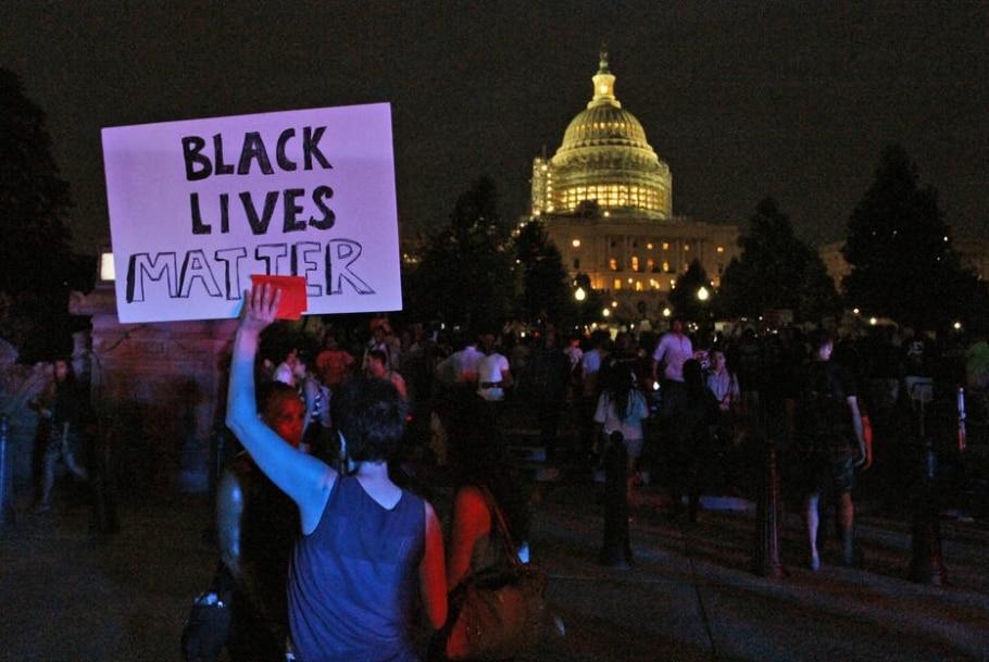 Onda de protestos nos EUA pede fim da violência policial contra negros - AP Photo/Paul Holston