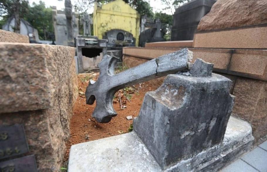 Trinta pessoas invadem área em SP; ao menos 21 estátuas foram danificadas - Alex Silva/Estadão
