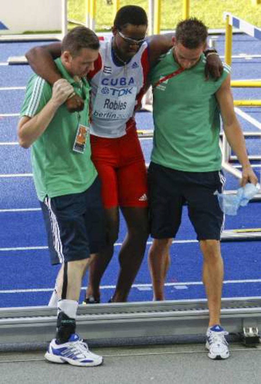 Dayron Robles sente lesão e não consegue medalha no Mundial de Berlim - Fabrizio Bensch/Reuters