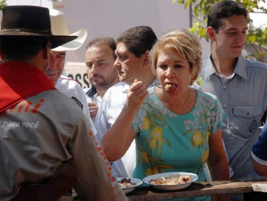 Marta Suplicy, participou de concurso culinário, na Festa do Peão de Barretos.30/08/2010 - Aquino José/FotoRepórter/AE