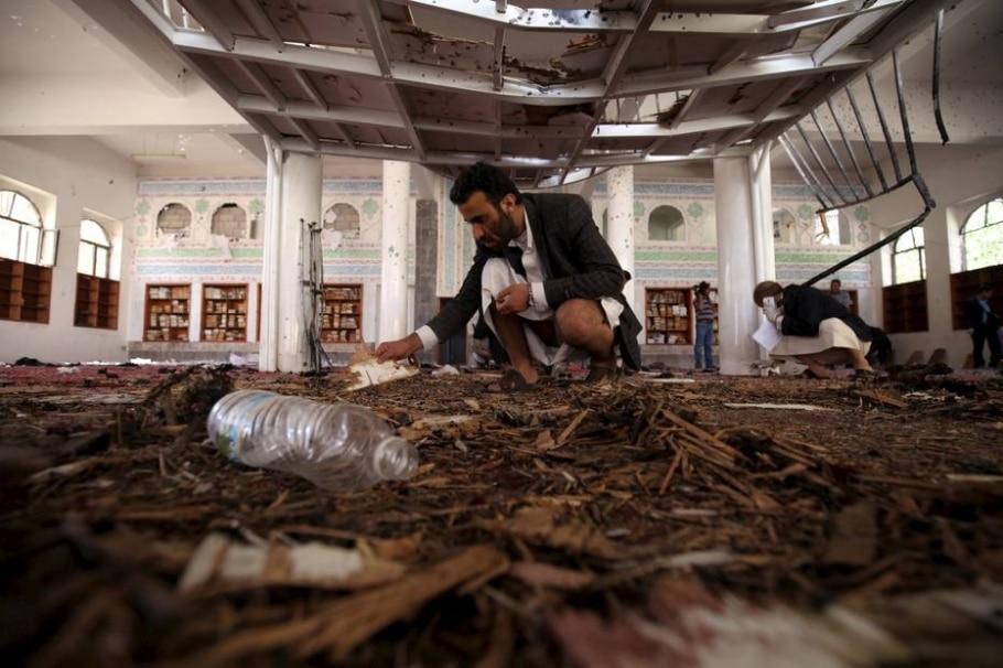 Homens-bomba atacam mesquitas no Iêmen - Mohamed al-Sayaghi/REUTERS