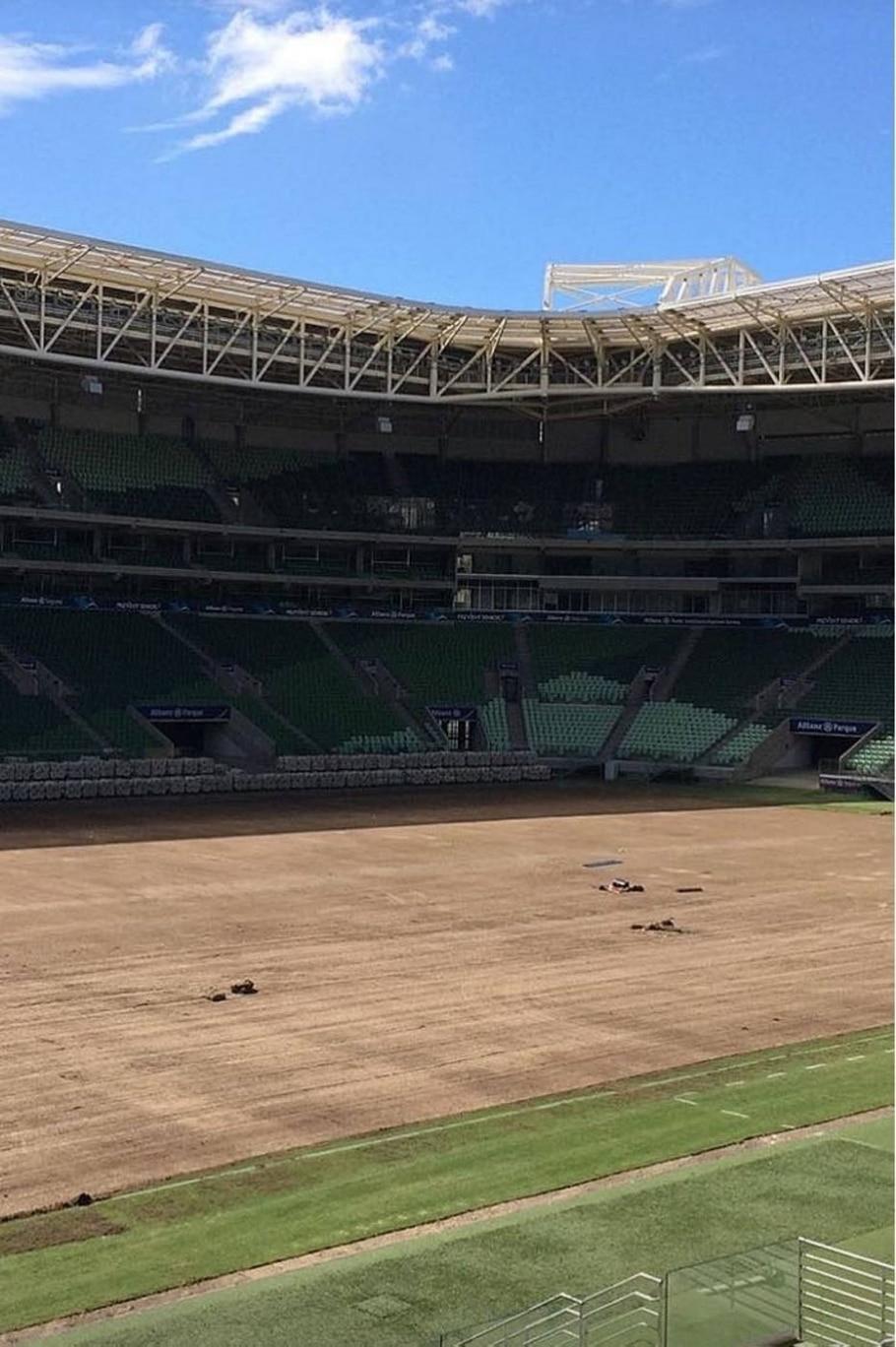 Troca de gramado do estádio do Palmeiras - Reprodução/@AllianzParque