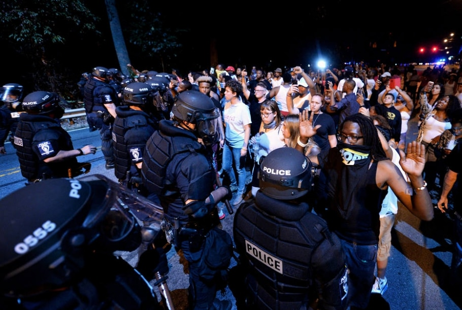 Tensão racial nos EUA - Jeff Siner/The Charlotte Observer via AP