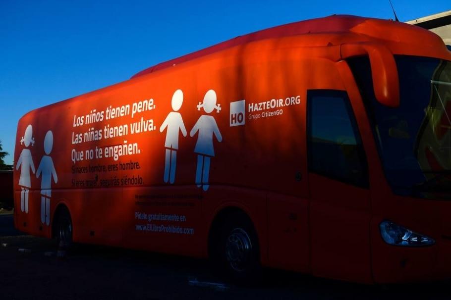 Ônibus transfóbico - AFP PHOTO/PIERRE-PHILIPPE MARCOU