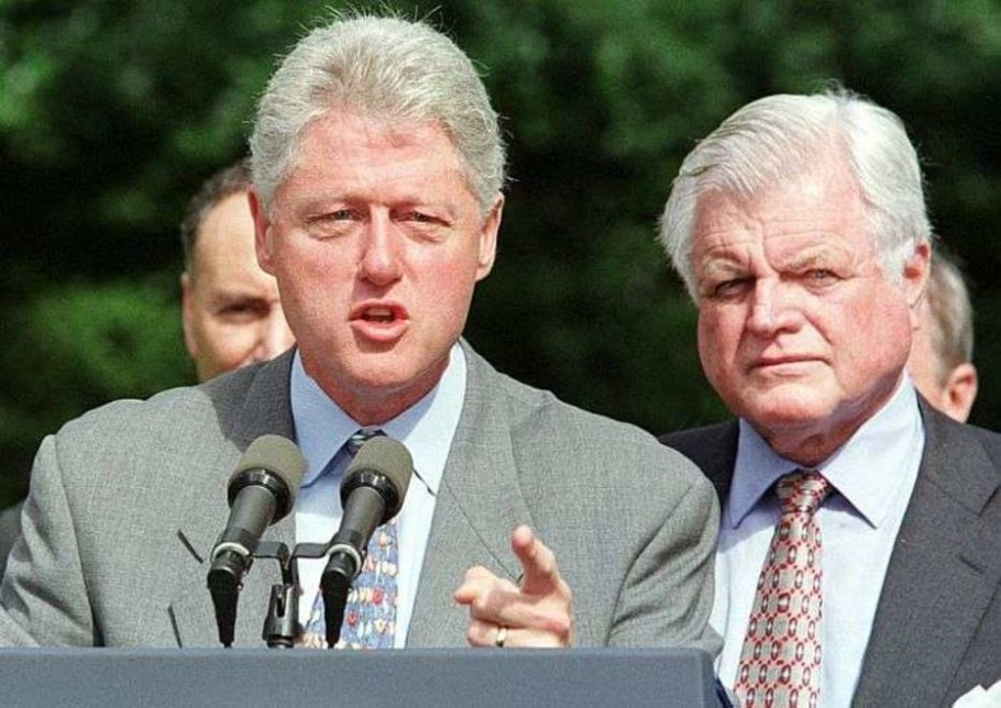 Ted Kennedy junto a Bill Clinton - Reuters