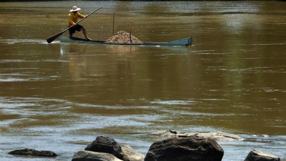 ANA reduz vazão de água do Rio Paraíba do Sul no Rio - FABIO MOTTA/Estadão