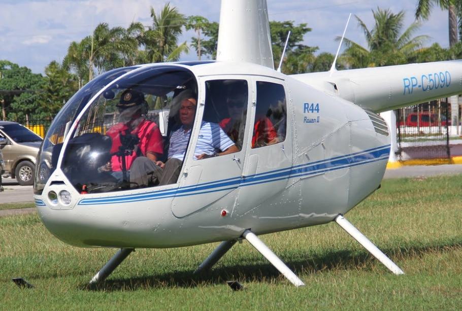O presidente filipino, Rodrigo Duterte (D) ameaçou jogar funcionários corruptos de helicópteros em pleno ar - REUTERS/Lean Daval Jr.
