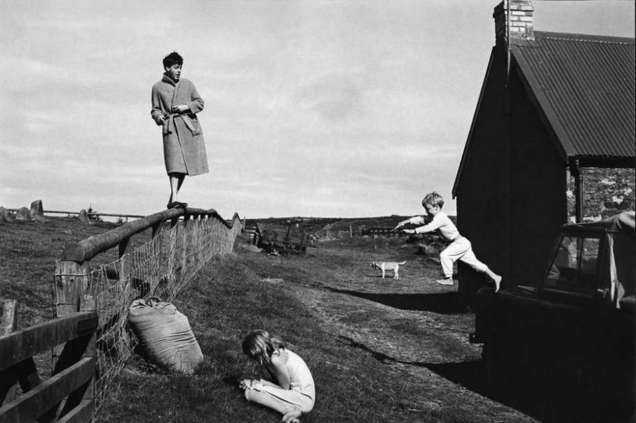 Paul, Stella e James na Escócia, em 1982 - LINDA MCCARTNEY