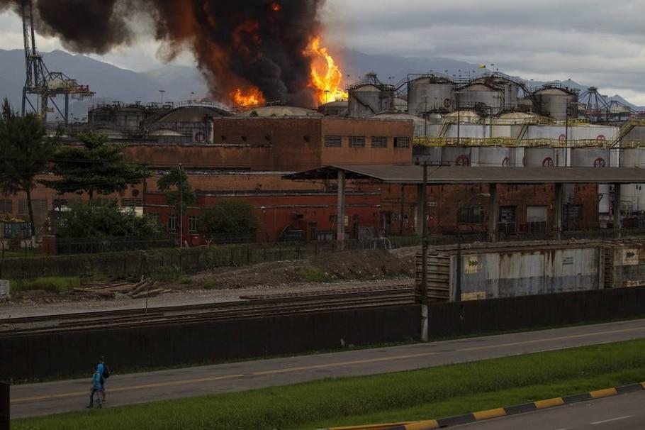 Incêndio atinge tanques de combustíveis em Santos - EFE