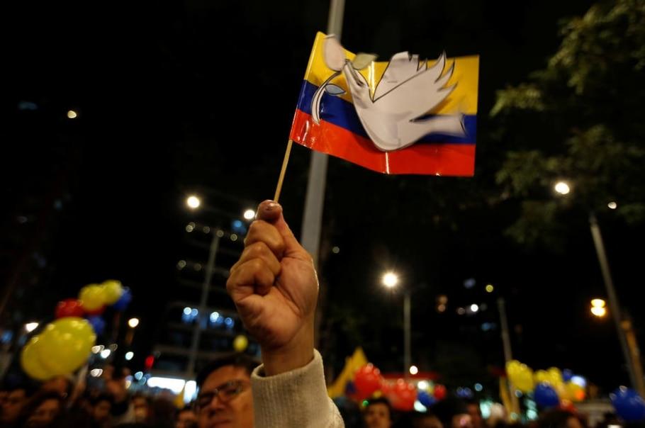 Colombianos comemoram acordo de paz entre o governo e as Farc - REUTERS/John Vizcaino