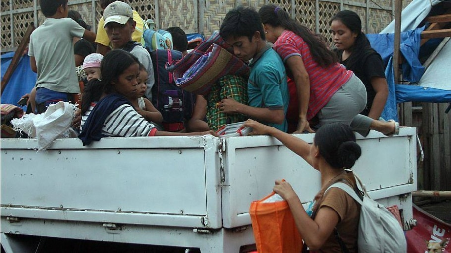População evacuou algumas áreas da região central das Filipinas - Marlon Tano/AFP
