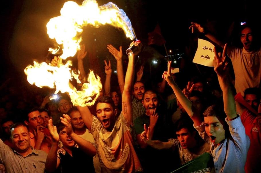 Iranianos comemoram acordo nuclear nas ruas de Teerã - Ebrahim Noroozi/AP