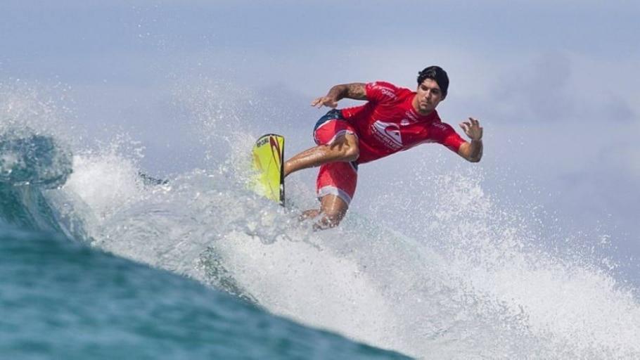Gabriel Medina avança direto para a terceira fase em Gold Coast - Kelly Cestari WSL