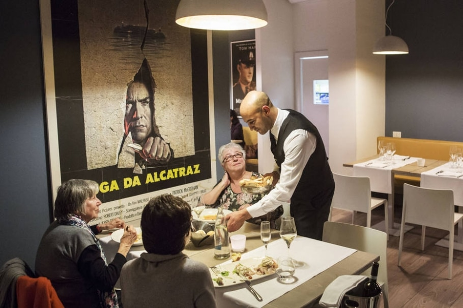 Restaurante atrás das grades - Gianni Cipriano/The New York Times