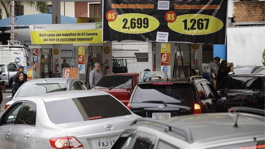 Último reajuste nos preços entrou em vigor em 30 de novembro de 2013, quando gasolina foi reajustada - Nelson Antoine/Fotoarena/Pagos