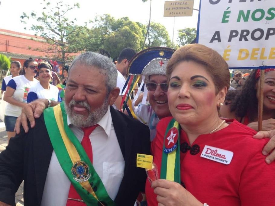 'Dilma' lança o 'Bolsa Mamatinha' no bloco Galo da Madrugada - Divulgação