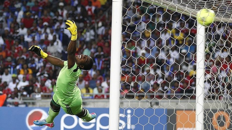 Meyiwa levou um tiro quando tentou proteger a namorada durante roubo em sua casa - Siphiwe Sibeko/Reuters
