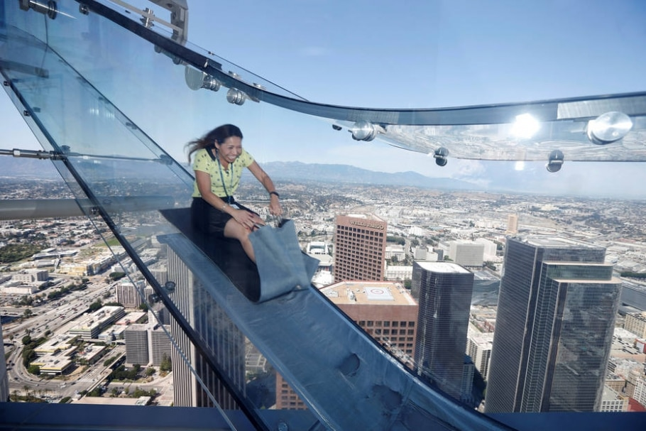 Skyslide, Los Angeles - Lucy Nicholson/Reuters