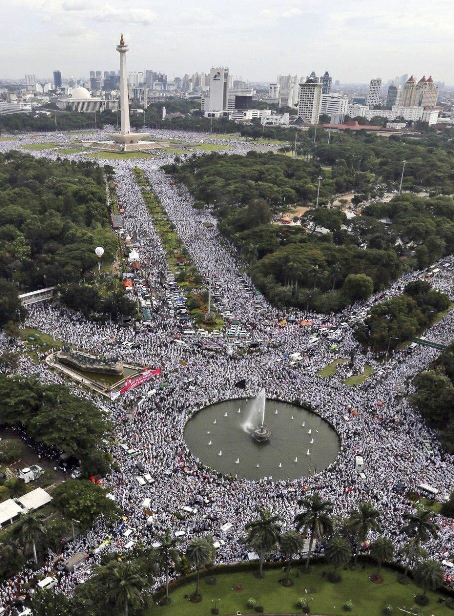 Muçulmanos protestam na Indonésia por suposta ofensa ao Alcorão - AP