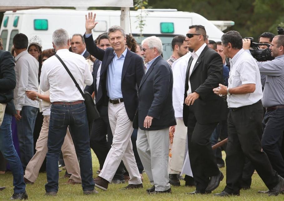 EUA mostram sinais de aproximação com Argentina após Mauricio Macri (C) assumir a presidência - EFE/Nicolás Aguilera