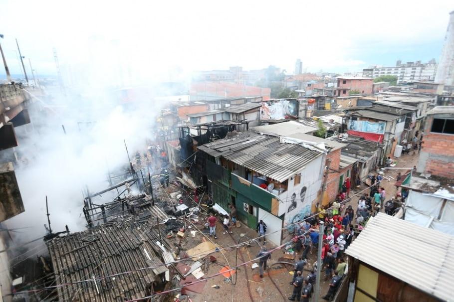 Incêndio atinge favela do Moinho - Alex Silva/Estadão