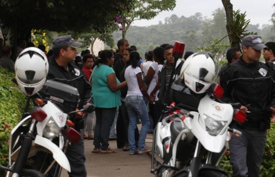Grávida baleada na cabeça em tentativa de assalto é enterrada - Paulo Liebert/AE